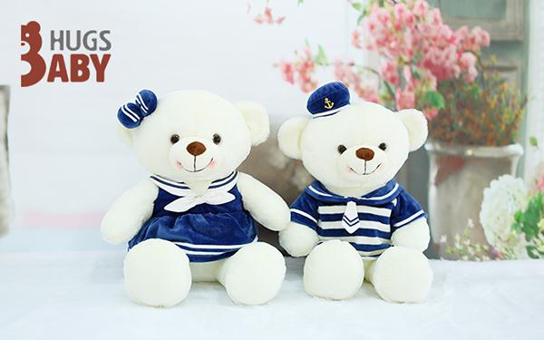 熊,名字是海军熊,有一双圆润的耳朵,一张可爱的笑脸上,长着大大的黑